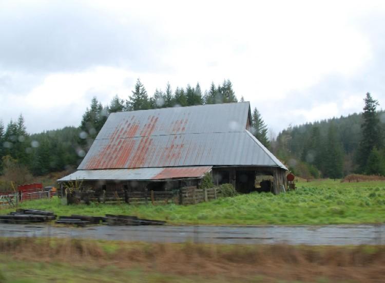 Roadside Barn (by Phil Kight: Creative Commons--Attr-NC-SA)